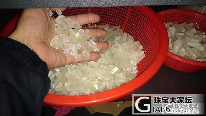 独家公开玻璃体幽蓝月光石由矿场到消费者成品的过程_彩色宝石宝石